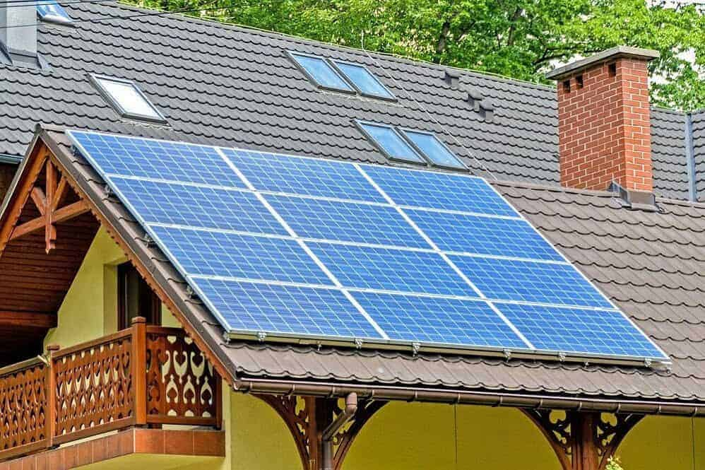 hogar con placas solares
